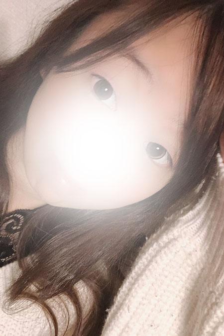レイナの容姿や雰囲気を確認できる画像