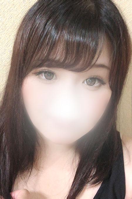 ユラの容姿や雰囲気を確認できる画像